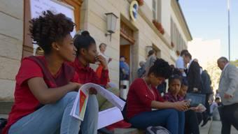 Unbegleitete minderjährige Asylsuchenden (UMA) bei einer Kundgebung des Netzwerk Asyl Aargau vor dem Grossratsgebäude in Aarau im Juni 2017.