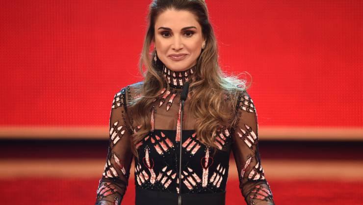 ARCHIV - Königin Rania Al-Abdullaha von Jordanien steht bei der Spendengala «Ein Herz für Kinder» auf der Bühne. Die jordanische Königin Rania feiert am 31.08.20 ihren 50. Geburtstag. Foto: picture alliance / Britta Pedersen/dpa-Zentralbild/dpa-Zentralbild/dpa