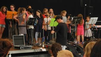Die Singing Kids an der Kulturparty Geroldswil 2015, organisiert vom Verein Spektrum.