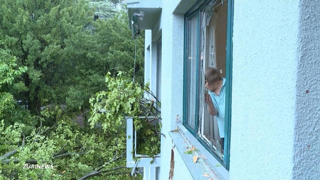 «Ich dachte, das wars»: Baum kracht direkt ins Wohnzimmer von Lena Airas
