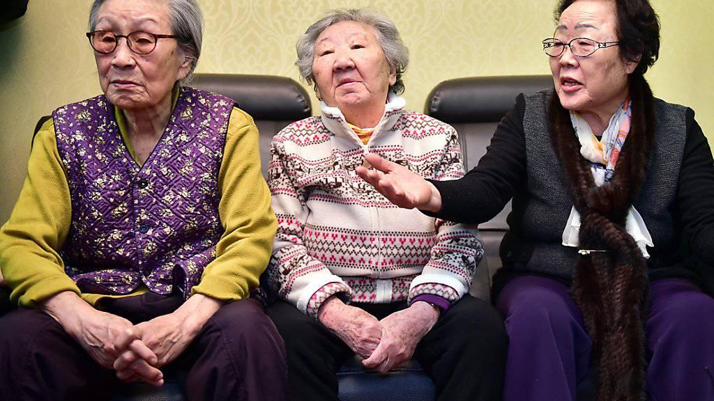 Drei Südkoreanerinnen, die während des Zweiten Weltkriegs als Sexsklavinnen missbraucht worden waren, fordern Genugtuung (Archiv)