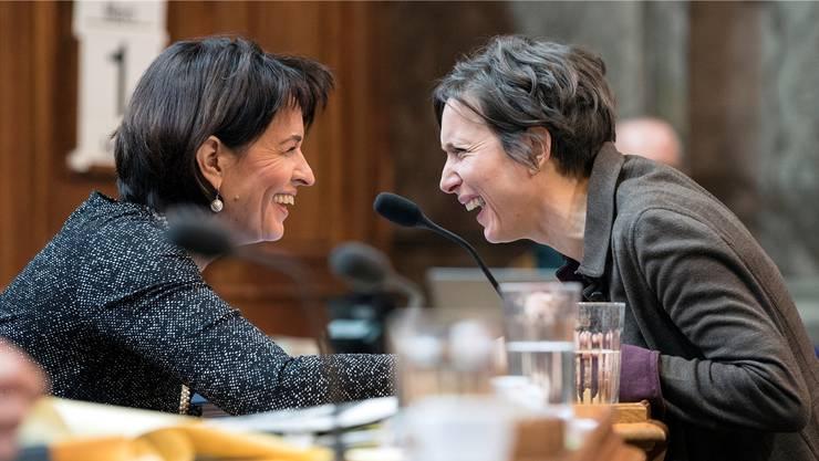 Zwei, die sich verstehen: CVP-Bundesrätin Doris Leuthard (links) und SP-Ständerätin Pascale Bruderer. PETER SCHNEIDEr/Keystone Zwei, die sich verstehen: CVP-Bundesrätin Doris Leuthard (links) und SP-Ständerätin Pascale Bruderer.
