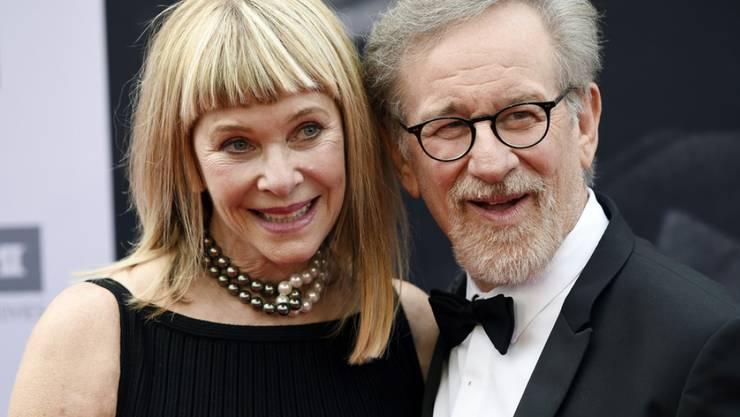 Steven Spielberg posiert im Juni 2016 zusammen mit seiner Frau, der Schauspielerin Kate Capshaw, in Los Angeles (Archiv)