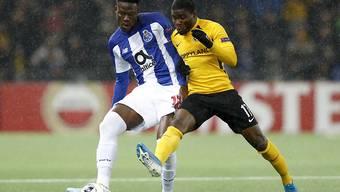 YB-Stürmer Roger Assalé gegen Portos Mamadou Ndiaye