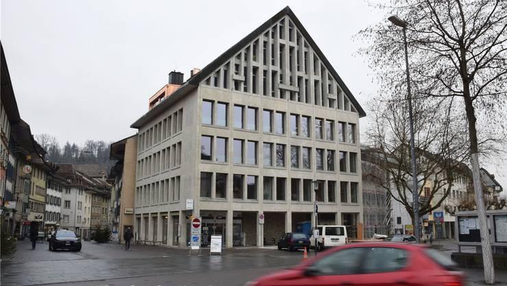 In den drei Obergeschossen an der Schulthess-Allee 1 in Brugg befinden sich die Büros der Sozialen Dienstleistungen.  CM