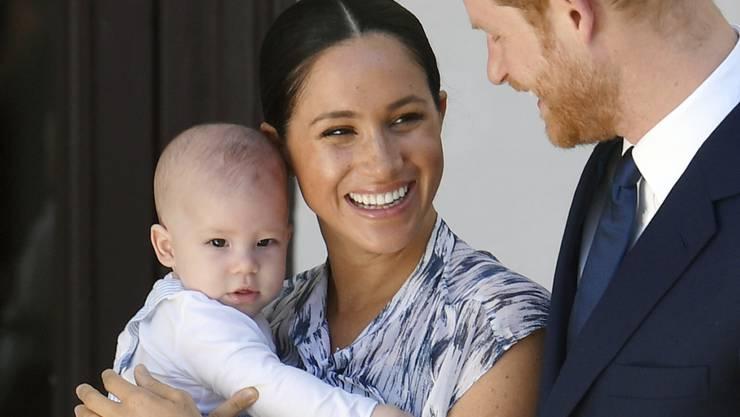 Prinz Harry ist aus London zu seiner Familie in Kanada geflogen. Frau Meghan und Sohn Archie halten sich schon seit einiger Zeit dort auf. (Foto: Toby Melville / Pool / EPA Keystone)