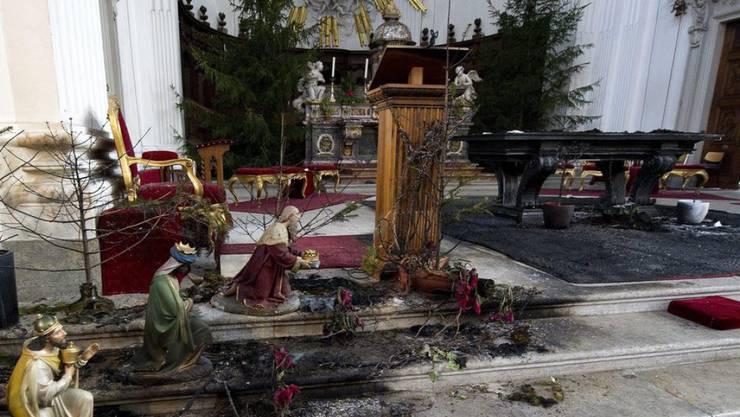 Der Mann, der 2011 einen Brandanschlag auf die St.-Ursen-Kathedrale in Solothurn verübt hatte, soll aus der Verwahrung frei kommen. Das hat das Solothurner Obergericht entschieden. Die Staatsanwaltschaft zieht das Urteil nun weiter. (Archivbild)