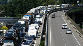Oftmals verursachen Geisterfahrer Unfälle, was zu Stau auf Schweizer Autobahnen führt. (Symbolbild)