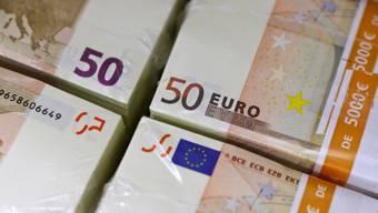 145'000 Euro händigte der Mann einer Unbekannten aus (Symbolbild)