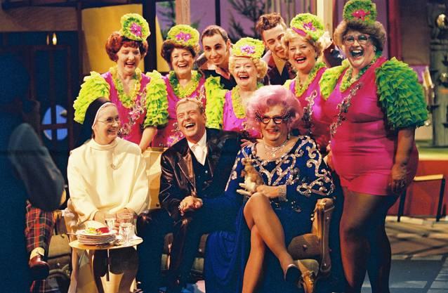 Aeschbacher und weitere Paradiesvögel in «Casa Nostra» von 1995 bis 2000, eine Samstagabend-Show. Danach folgte unter der Woche die gesetzte Talkshow.
