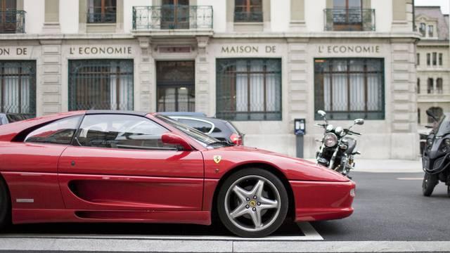 Obwohl der Halter nicht selbst am Steuer sass, wurde ihm der Ferrari entzogen (Symbolbild).