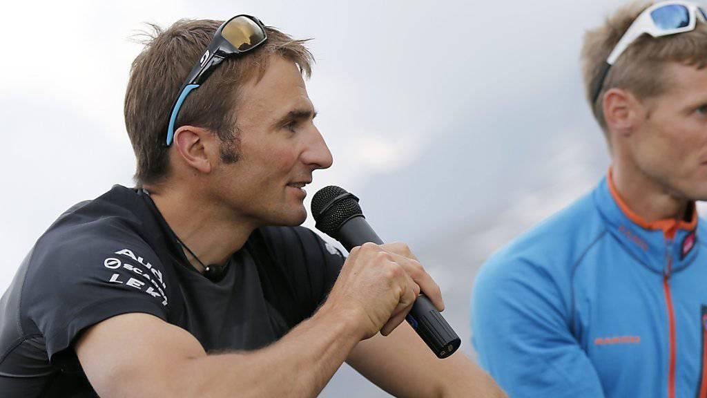 """Der Berner Speedkletterer Ueli Steck (links im Bild) ist am Freitag bei der Premiere des Dokfilms """"82Summits"""" dabei. (Archivbild)"""