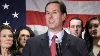 Umgeben von seiner Familie gibt Rick Santorum seinen Rücktritt in Gettysburg bekannt