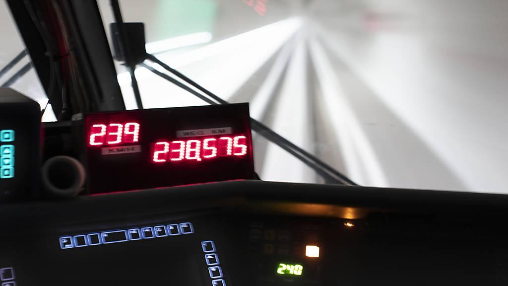 Blick aus dem Führerstand während einer Testfahrt durch den neuen Ceneri-Basistunnel im Kanton Tessin im Mai 2020. (Archivbild)