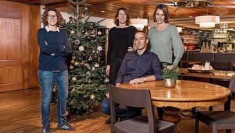 Die Geschwister Isabelle Utiger-Schibli (von links), Sarah Pente-Schibli und Felix Schibli mit Frau Corinne Schibli-Schneider führen die Fislisbacher «Linde» in fünfter Generation.