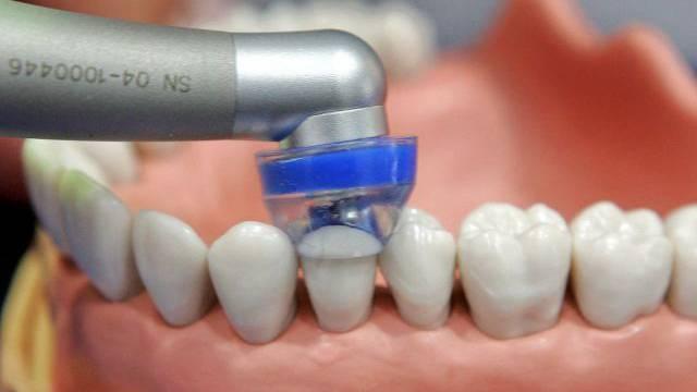 Ein falscher Zahnarzt ist verurteilt worden (Symbolbild)