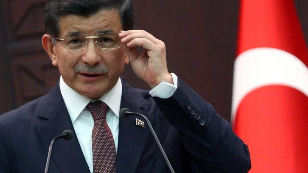 Wurde als Vorsitzender der türkischen AKP bestätigt: der regierende Ministerpräsident Ahmet Davutoglu (Archiv)