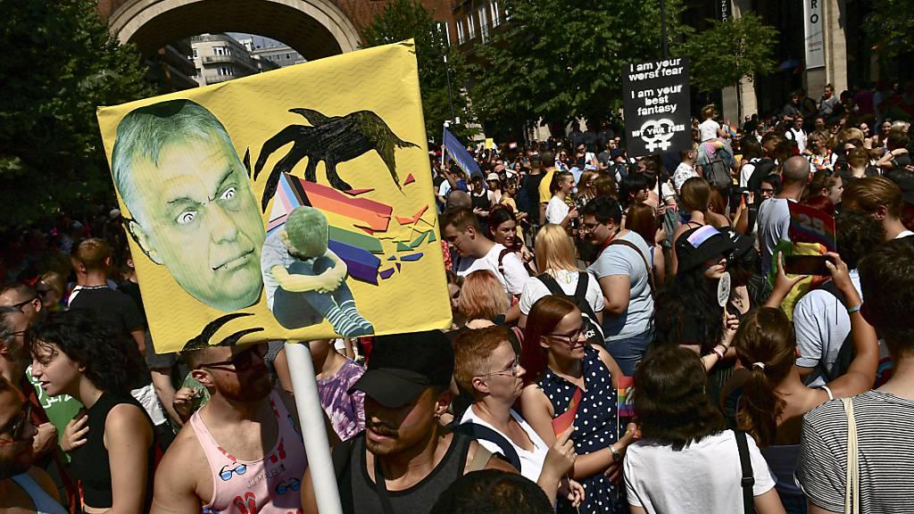 Tausende demonstrieren in Budapest für Rechte Nicht-Heterosexueller
