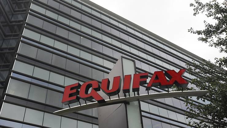 Bei der US-Auskunftsdatei Equifax haben Cyberkriminelle erneut zahlreiche Daten entwendet. (Archivbild)