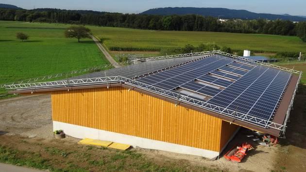 Photovoltaikanlage in Rütihof auf der Remise der Familie Schöni. zvg
