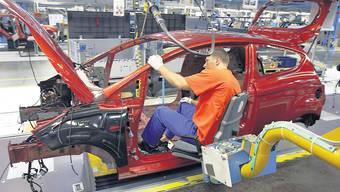 Massenware: Die Zulieferbetriebe in der Schweiz sind hochautomatisiert. Sie stellen wenige Teile in grosser Stückzahl her, was die Lohnkosten reduziert. (Ford)