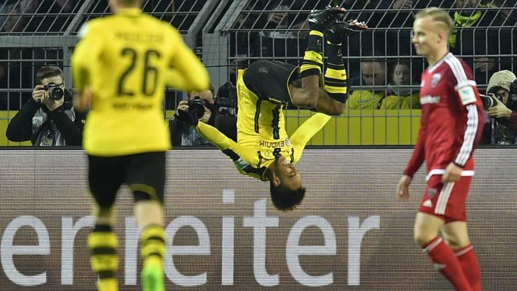 Pierre-Emerick Aubameyang feiert gegen Ingolstadt seinen 23. Saisontreffer standesgemäss mit einem Salto