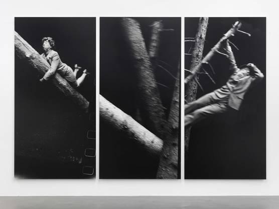 Unheimlich und ulkig zugleich: Anna & Bernhard Blume als «Hänsel und Gretel» aus der Serie «Im Wald» von 1990/91  (je 90×45 cm).