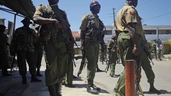 Kenianische Polizisten in Mombasa (Archiv)