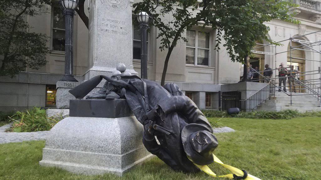 Vom Sockel geschleift: Eine Konföderiertenstatue im US-Bundesstaat Nord Carolina.