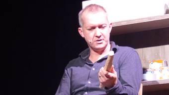 Der Schweizer Komiker Simon Enzler war auf Einladung der Bibliothek Wittnau zu Gast in der Turnhalle und begeisterte das Publikum.