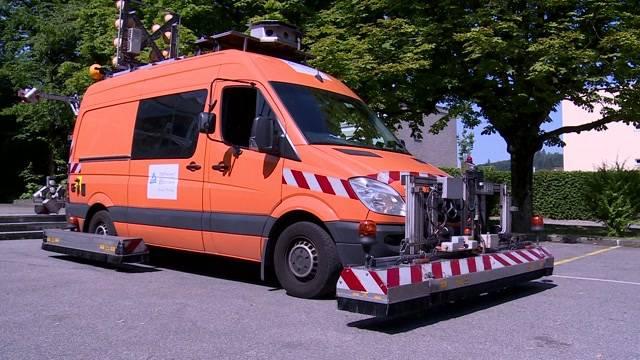 Spezial-Fahrzeug testet Strassen und Schienen auf Hitzeschäden