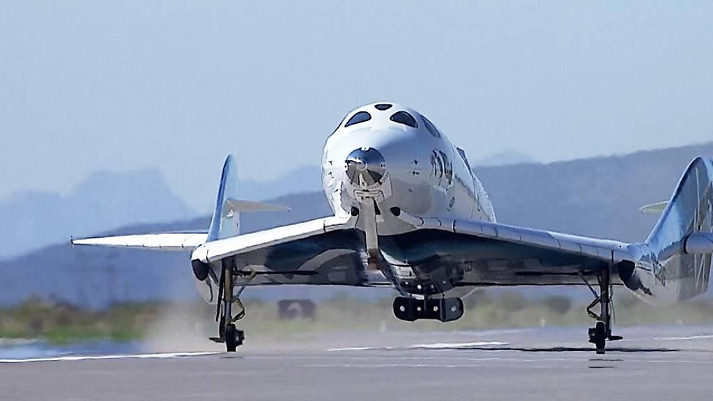 Die Virgin Galactic des britischen Unternehmers Richard Branson kann den Betrieb wieder aufnehmen. Die US-Luftfahrt-Aufsichtsbehörde FAA hat grünes Licht gegeben. (Archivbild)