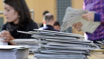 Stimmenauszählung in einem Wahlbüro (Symbolbild)