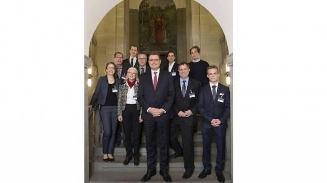 Thomas Jordan und die TeilnehmerInnen des Bürgergesprächs.