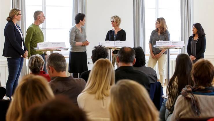 Diskutierten angeregt über das brisante Thema (v.l.): Kathrin Wandeler, Martin Schmid, Andrea Affolter, Louise Hill, Barbara Leuenberger und Jael Bueno.Hanspeter Bärtschi