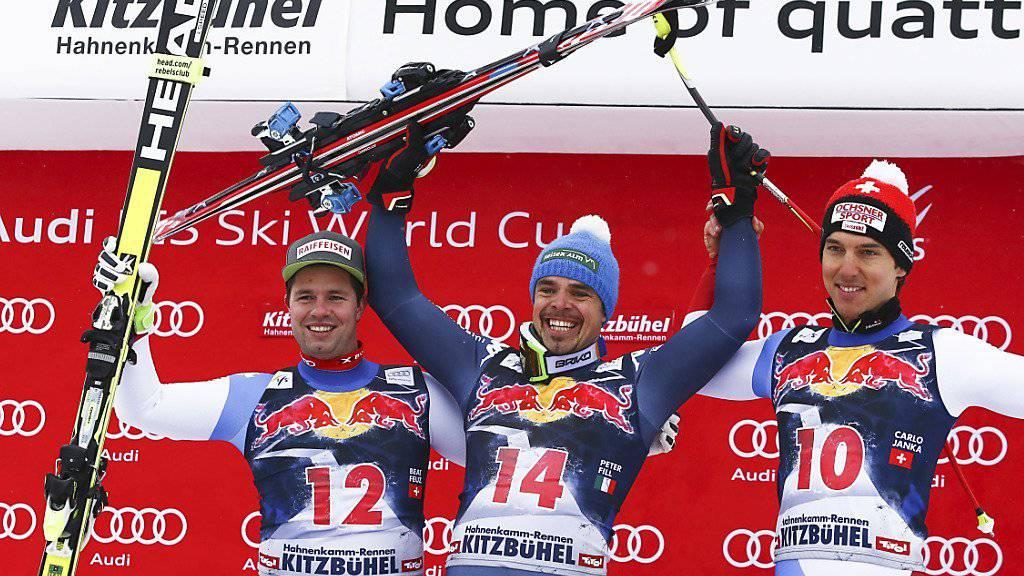 Das Siegertrio der Abfahrt in Kitzbühel: Beat Feuz (links) und Carlo Janka (rechts) umrahmen den italienischen Sieger Peter Fill