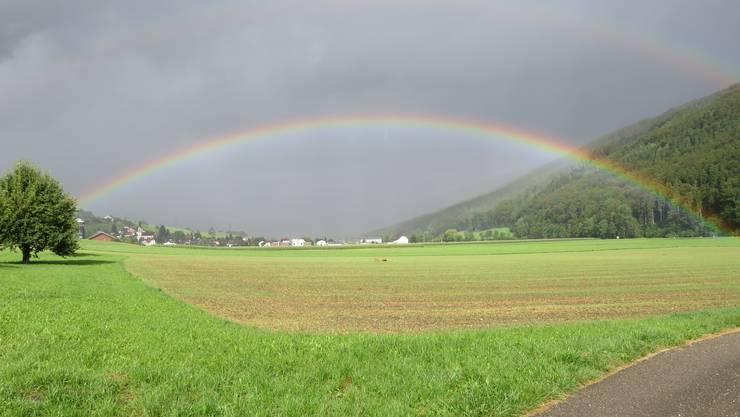 Ein wunder schönen Regenbogen über Herbetswil.