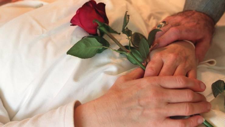 Sterbehilfeorganisationen sollen sich in Baselland künftig an den bei den Behörden entstandenen Kosten beteiligen müssen. (Symbolbild)