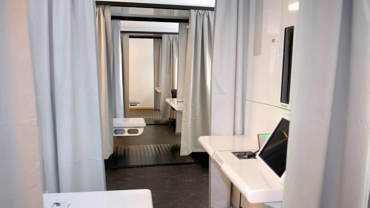 Kabinen im kantonalen Ausweiszentrum in Solothurn. Hier werden die biometrischen Daten erfasst. (Archiv)
