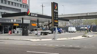 Die Zahl der Tankstellen ist leicht zurückgegangen: eine Socar-Tankstelle in Zürich (Archivbild).