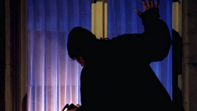 Der Täter forderte den Rucksack der Frau - sie schlug ihn in die Flucht. (Symbolbild)