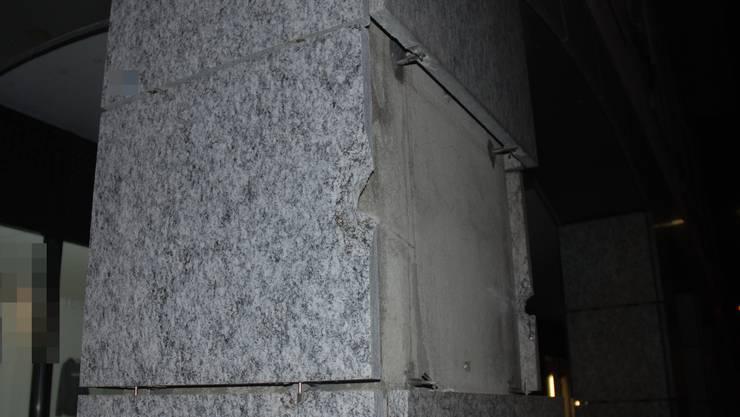 Der beschädigte Stützpfeiler an der Falkenstenstrasse 2 in Balsthal.