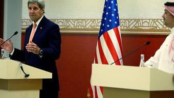 Kerry und sein katarischer Amtskollege Chalid al-Attija vor den Medien in Doha
