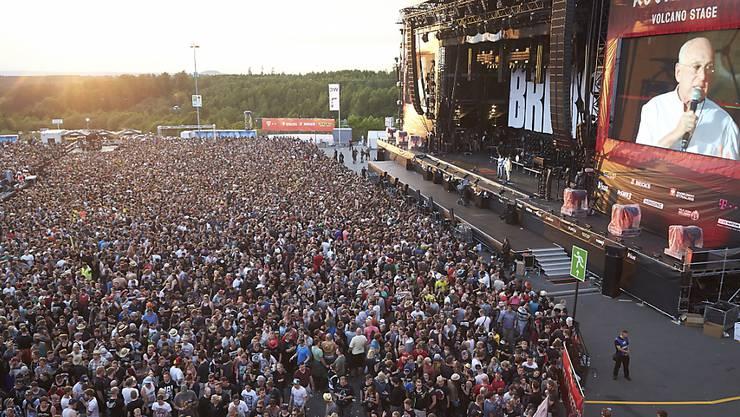 """Terroralarm aufgehoben: Die Fans des """"Rock am Ring""""-Musikfestivals im deutschen Nürburg durften am Samstag weiterfeiern. Der Anlass dauert noch bis Sonntag."""