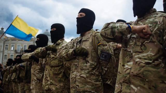 Neue ukrainische Soldaten bei ihrer Vereidigung (Symbolbild)