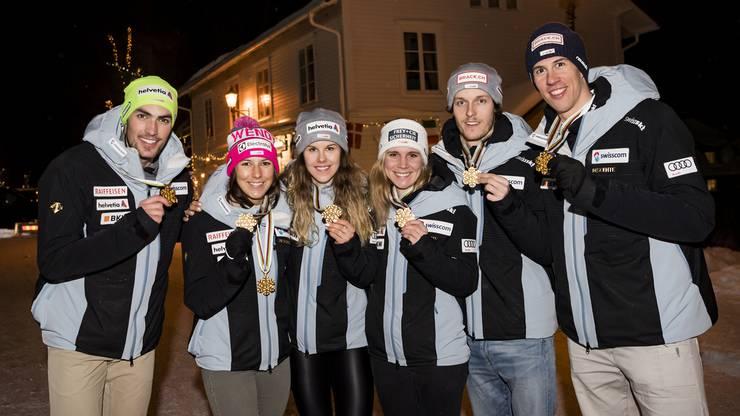 Im Teamevent holt das Schweizer Team dank Finalsieg gegen Österreich Gold.