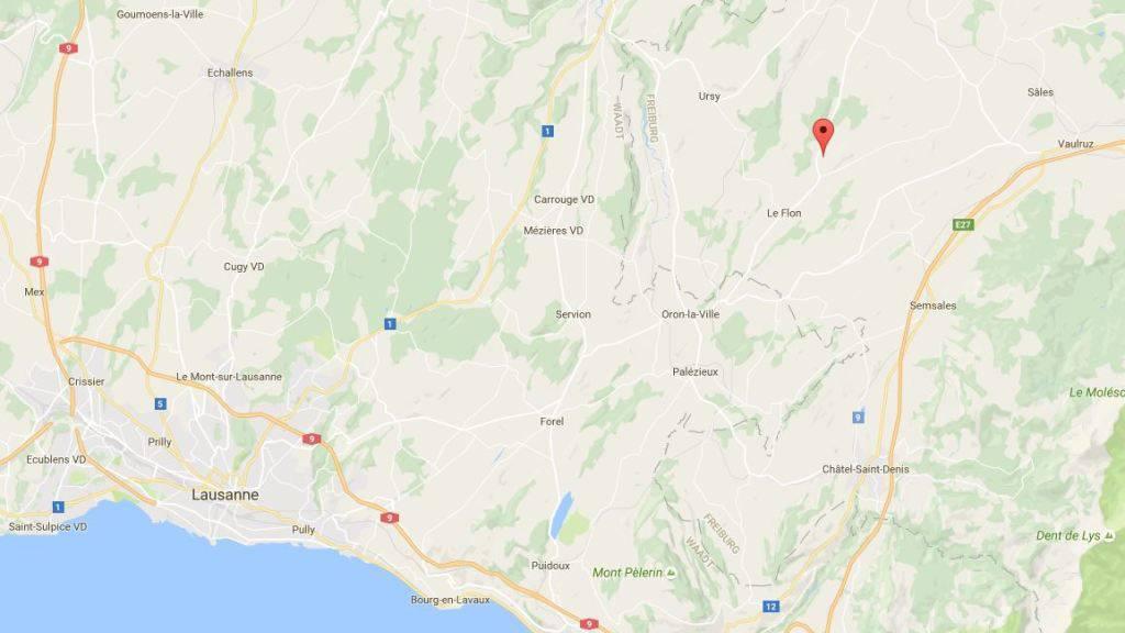 In der Ortschaft Bouloz rund 20 Kilometer nordöstlich von Lausanne feuerte ein Polizist Schüsse von seinem Balkon ab. (Bild googlemaps)