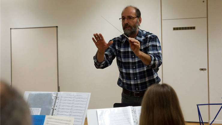 Sepp Lüthy dirigiert, bis die Musikgesellschaft einen neuen Dirigenten gefunden hat. kob