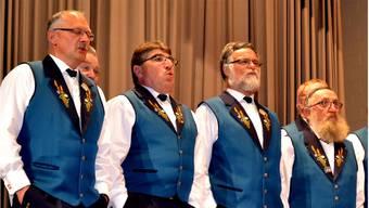 Konzentriert am Singen oder auf den Einsatz wartend: Mitglieder des Jodlerklubs Oberwynental.