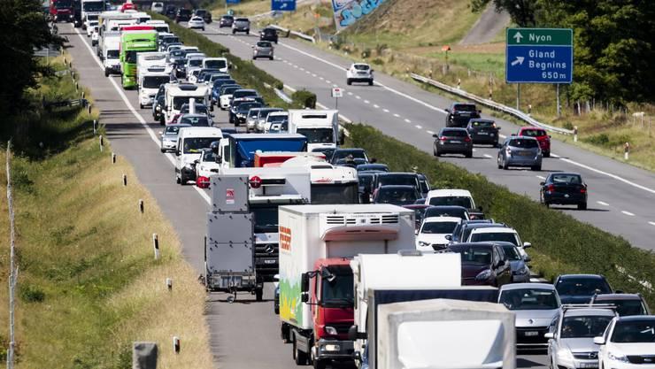 Schweizer Alltag A1 zwischen Rolle und Gland in der Romandie.